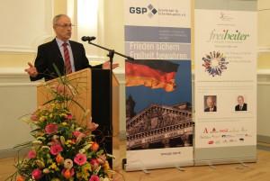 """Vortrag: """"Freiheit und Internationale Sicherheit"""" von Generalleutnant a.D. Kersten Lahl / Foto: R. Wehnes"""